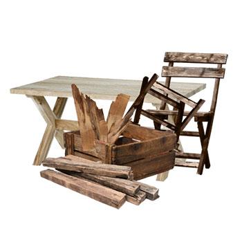 Altholz sind Holzabfälle, wie z.B. kaputte Möbel aus Holz oder (beschichteten) Spanplatten, Holzverpackungen und Holzrandabschnitte.